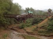 Tin tức trong ngày - Yên Bái: Xe quá tải làm sập cầu Quần, giao thông ách tắc