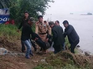 Tin tức trong ngày - HN: CSGT cứu sống người nhảy cầu Chương Dương tự tử