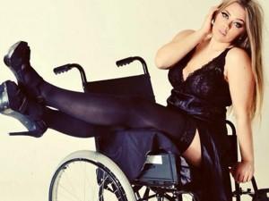Thời trang - Mẫu nội y béo, khuyết tật sexy thách thức mọi giới hạn