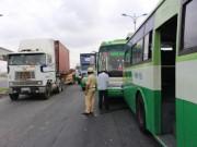 Tin tức trong ngày - TPHCM: Tai nạn liên hoàn, xa lộ Hà Nội kẹt cứng
