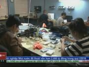 """Thị trường - Tiêu dùng - Mở cửa hàng sửa điện thoại, người việt """"hốt bạc"""" ở Mỹ"""