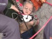 Bạn trẻ - Cuộc sống - Clip: Hồi hộp giải cứu bé trai rơi xuống giếng sâu 90m
