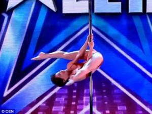 Ca nhạc - MTV - Cụ bà 70 tuổi múa cột khiến ban giám khảo kinh ngạc