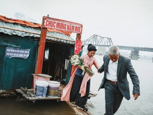 Bạn trẻ - Cuộc sống - Ông lão nhặt rác kể chuyện vớt xác trên sông Hồng