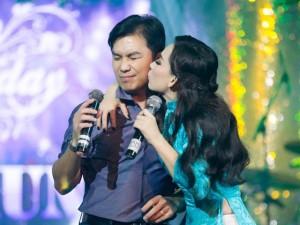 Ca nhạc - MTV - Mạnh Quỳnh ngại ngùng khi được Phi Nhung hôn má