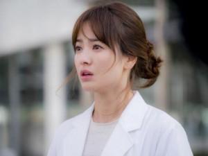 """Phim - Song Hye Kyo đẫm lệ trong phần cuối """"Hậu duệ mặt trời"""""""