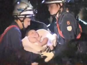 Thế giới - Động đất Nhật Bản: Bé 8 tháng tuổi sống sót kì diệu