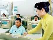"""Tin tức trong ngày - Nghẹt thở cứu sống hành khách """"sốc phản vệ"""" đi máy bay"""