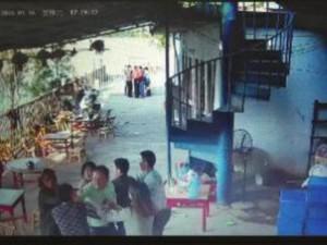 Thế giới - Không được ăn miễn phí, quan chức TQ đánh chết chủ quán
