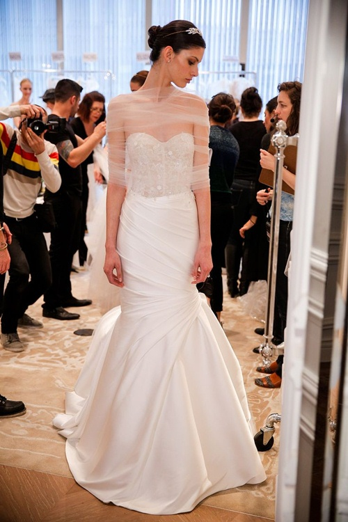 Nghe 6 nhà thiết kế nổi tiếng bày cách chọn váy cưới - 1