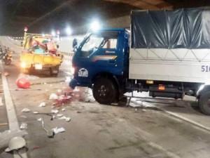 Tin tức trong ngày - Xe tải mất lái trong hầm Thủ Thiêm, đâm 1 người tử vong