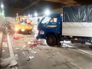 Tin tức trong ngày - Vụ xe tải tông 5 người: Đêm kinh hoàng trong hầm Thủ Thiêm