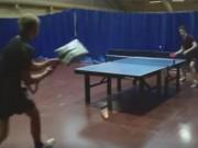Thể thao - Thán phục: Dùng xẻng chơi bóng bàn hạ đối thủ
