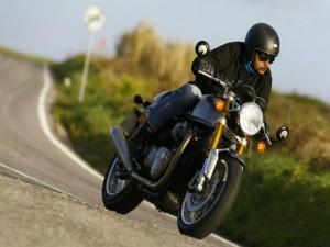 Ô tô - Xe máy - Triumph Thruxton R 2016: Xế nổ cổ điển hạng nặng