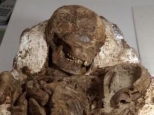 Thế giới - Phát hiện hóa thạch mẹ ôm con 4.800 năm ở Đài Loan