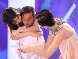 Ca nhạc - MTV - Tóc Tiên áy náy khi khiến cậu bé hát đám cưới khóc