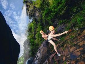 """Bạn trẻ - Cuộc sống - Cầu hôn """"bá đạo"""" trên vách núi nguy hiểm nhất Trung Quốc"""