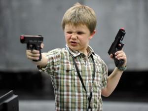 Thế giới - Mỹ: Cậu bé 11 tuổi bắn tên trộm khóc như mưa