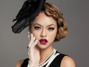 """Thời trang - Quỳnh Mai """"siêu vòng 3"""": """"Tôi không bị cấm diễn"""""""