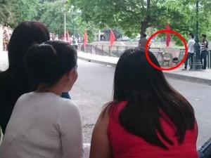 Tin tức trong ngày - HN: Phát hiện bé trai chết bất thường bỏ trên ghế đá