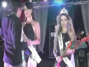 Thời trang - Bất ngờ với vụ trao nhầm vương miện hoa hậu ở Brazil