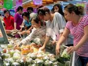 Thị trường - Tiêu dùng - Siêu thị nhộn nhịp, chợ nhỏ tăng giá