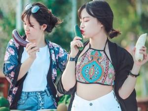 Bạn trẻ - Cuộc sống - Nữ sinh phóng khoáng tạo dáng bên rau củ