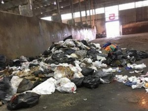 Thế giới - Mỹ: Bới 7 tấn rác tìm lại nhẫn cưới