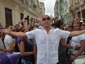 """Phim - """"Người hùng cơ bắp"""" bị bao vây ở Cuba khi quay Fast 8"""