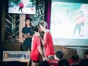 """Bóng đá - """"Chao đảo"""" vụ fan nữ MU cầu hôn bạn trai ở Sài Gòn"""