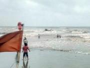 Tin tức trong ngày - Rủ nhau tắm biển, 3 nam sinh lớp 11 mất tích