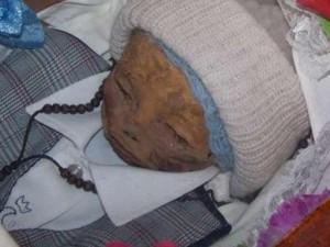 Phi thường - kỳ quặc - Ly kỳ xác bé trai 1 tuổi liên tục bật nắp sau 7 năm chôn cất