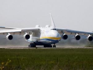 Thế giới - Máy bay sải cánh hơn chiều rộng sân bóng đá bay tới Úc