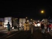 Tin tức trong ngày - Tai nạn liên hoàn, tài xế bò ra từ buồng lái bẹp dúm