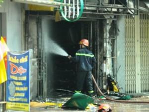 """Tin tức trong ngày - TPHCM: Thanh niên """"ngáo đá"""" châm lửa đốt cửa hàng gas"""