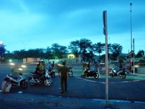 An ninh Xã hội - Va chạm giao thông, vừa đứng dậy đã bị đâm chết