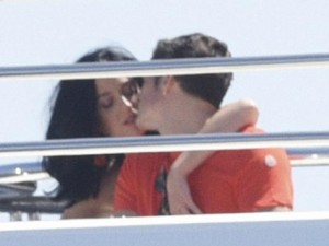 Phim - Orlando Bloom lộ ảnh hôn Katy Perry