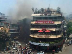 Tin tức trong ngày - Cháy lớn gần Hồ Gươm, cả khu phố náo loạn