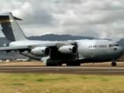 Video An ninh - Siêu phi cơ Mỹ liên tiếp đáp xuống sân bay Nội Bài