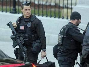 """Thế giới - Tài nghệ """"ba đầu sáu tay"""" của mật vụ bảo vệ Obama"""