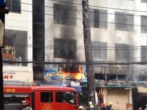 Tin tức trong ngày - TPHCM: Khói lửa dữ dội ở cư xá, dân hoảng hốt tháo chạy