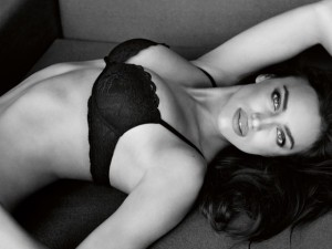 Thời trang - Đường cong mê hoặc của Irina Shayk trong ảnh mới