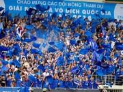 """Bóng đá - CĐV Quảng Ninh """"giận"""" VPF, đeo khẩu trang xem bóng đá"""