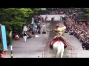 Phi thường - kỳ quặc - Xem chiến binh Nhật Bản cưỡi ngựa bắn cung cực chất