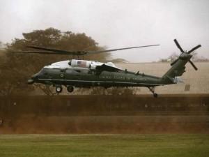 """Thế giới - """"Soi"""" siêu trực thăng của Obama đang ở sân bay Nội Bài"""