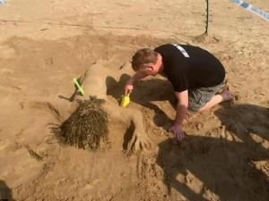 Thế giới - Cảnh sát Anh gây sốc vì nặn cát cô gái khỏa thân chết