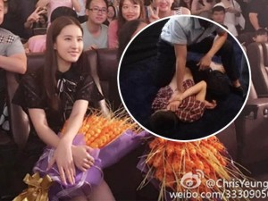 Phim - Lưu Diệc Phi bị fan cuồng tấn công trên sân khấu