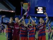 Bóng đá - Barca mừng công: Messi hôn vợ, Pique cắt lưới