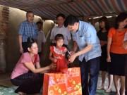 Sức khỏe đời sống - Thứ trưởng Bộ Y tế Nguyễn Thanh Long thăm và tặng quà cho thiếu nhi nhiễm HIV/AIDS