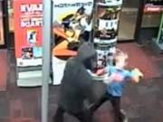 Phi thường - kỳ quặc - Mỹ: Cậu bé 7 tuổi dùng gấu bông đánh đuổi cướp có vũ khí